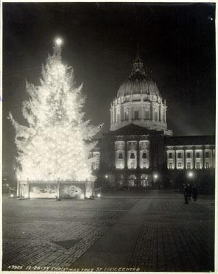City Hall - l'albero di Natale davanti al municipio nel 1933