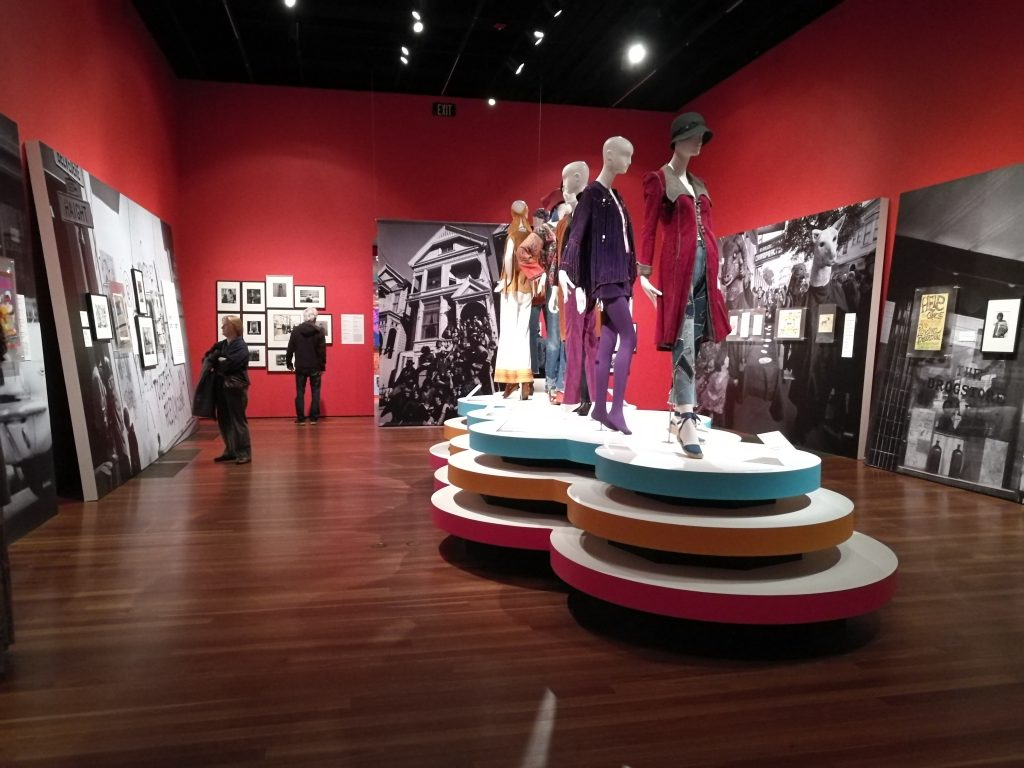 La mostra Summer of Love Experience al De Young