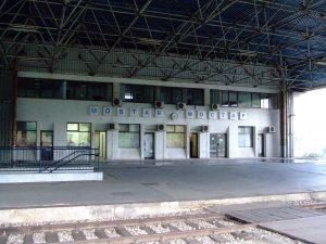 La stazione di Mostar nelle prime ore del mattino